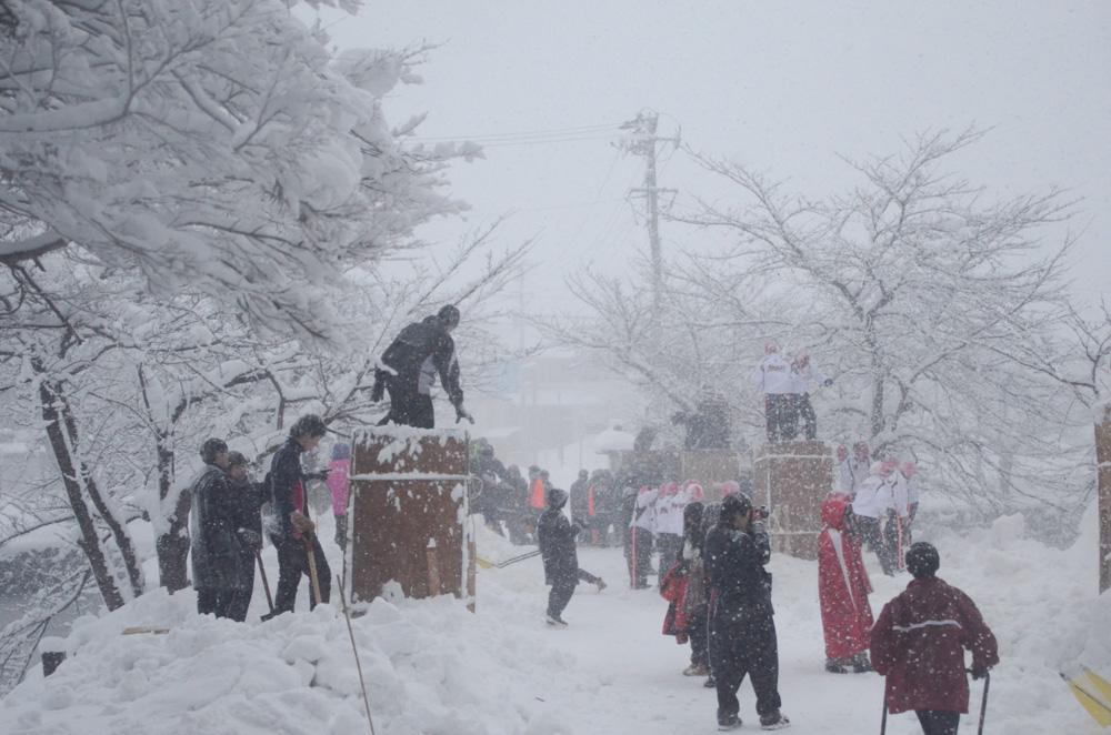 雪灯籠製作008